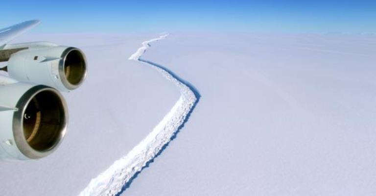 Iceberg de 5,8 mil km² se desprende da Antártida