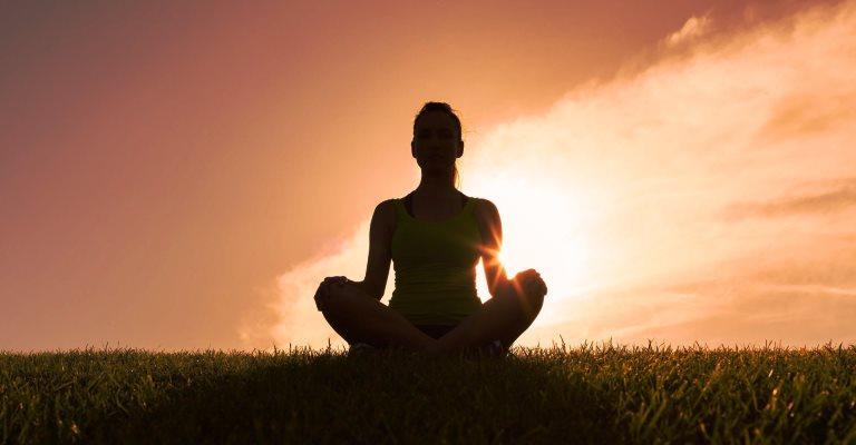 """Exercícios físicos para reduzir o estresse no trabalho e desenvolver """"mindfullness"""""""