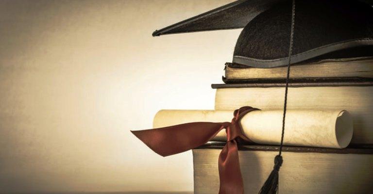 Universidade francesa oferece bolsa para mestrado e doutorado