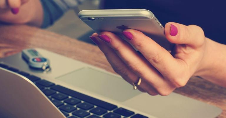 10 blogs e YouTubers para seguir e melhorar sua vida financeira