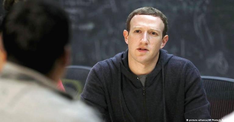 Zuckerberg nega pressão para deixar o cargo