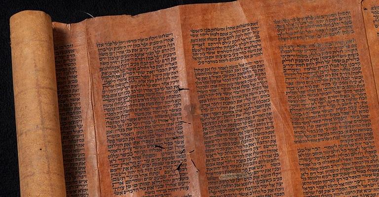 Pergaminhos da Torá escapam de incêndio no Museu Nacional