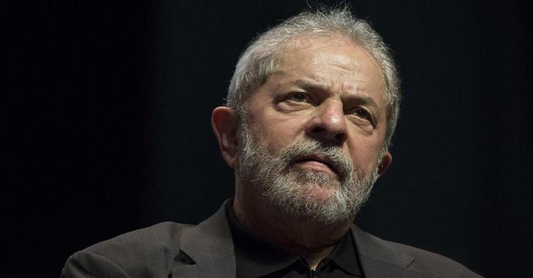 Lula perde processo contra jornalistas da revista Época
