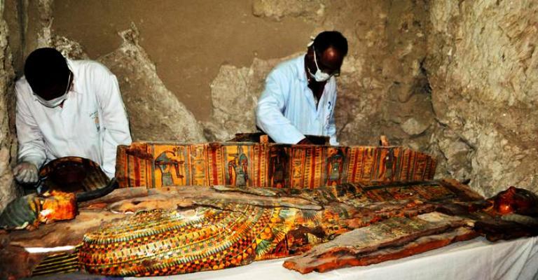 Arqueólogos descobrem oito múmias no Egito