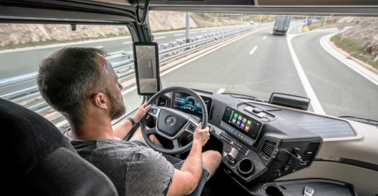 Mercedes lança caminhão sem retrovisores