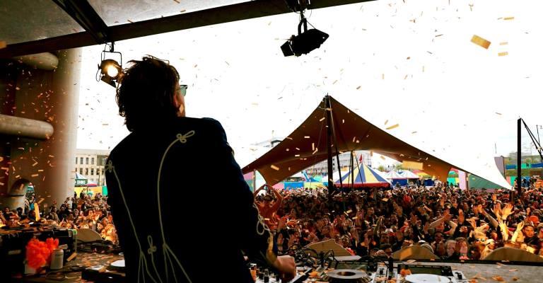 DJ holandês Bakermat libera novo single  Baby  f3a79bc0bad