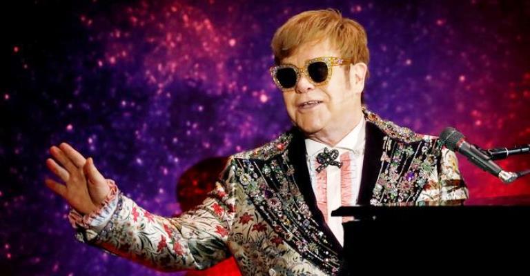 Elton John diz que usou teleprompter para cantar no funeral da princesa Diana