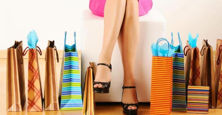 f4093c8f8 Mulheres gastam mais dinheiro com roupas e produtos para o cabelo ...