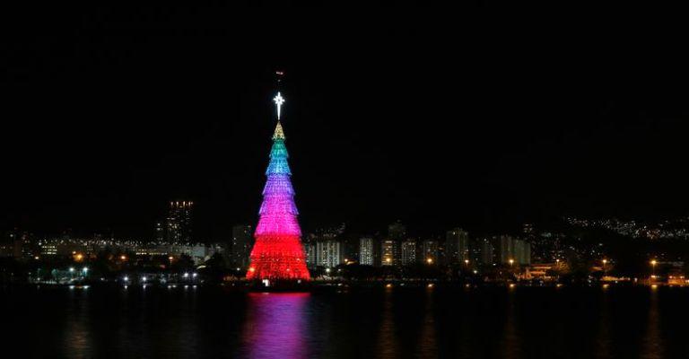 Rio inaugura maior árvore de Natal flutuante do mundo