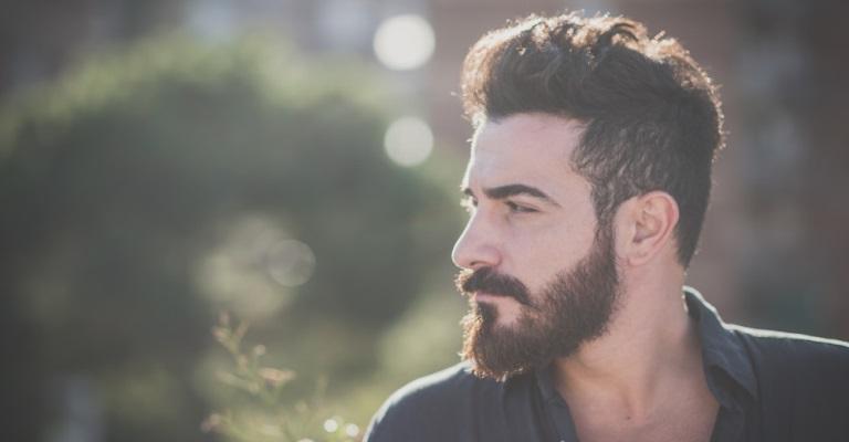 Transplante de barba vira sensação entre os homens