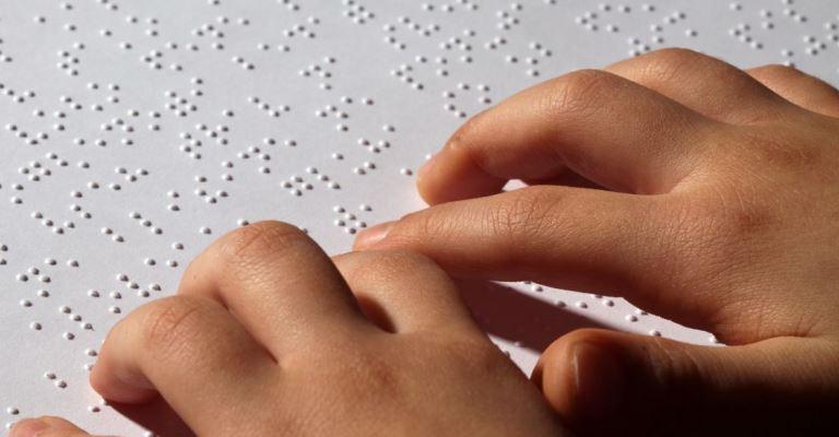 Mundo comemora Sistema Braile de escrita e leitura para cegos