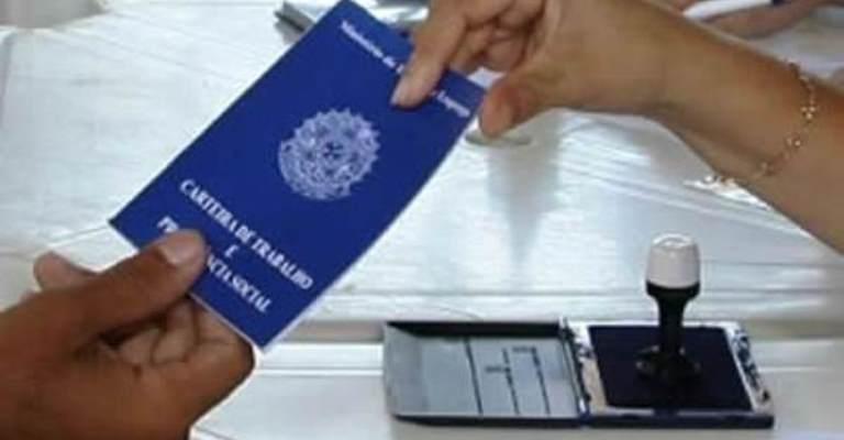 Brasil tem 12,4 milhões de pessoas desempregadas, diz IBGE