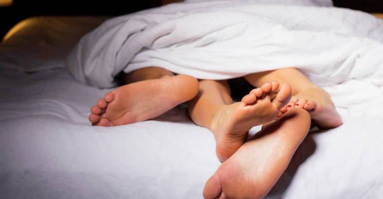 33% dos brasileiros diminuíram a frequência das relações sexuais