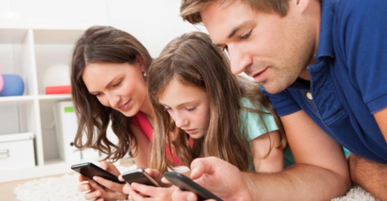 Celular se torna principal forma de acesso à internet