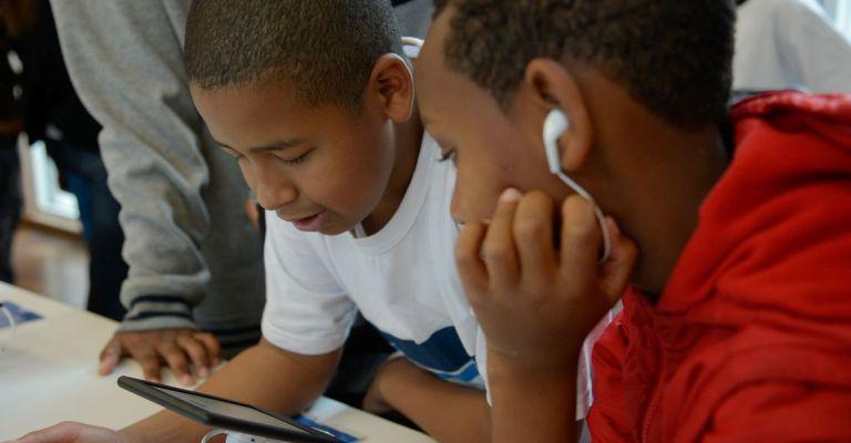 Para 54% dos jovens navegar na internet é a principal atividade de lazer