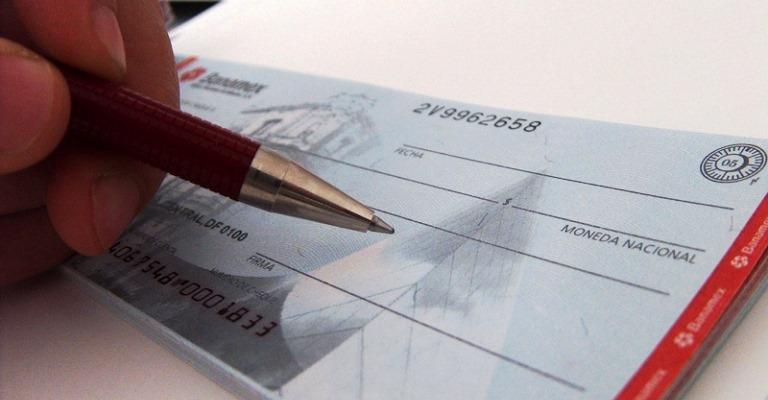 CMN limita juros do cheque especial em 8% a partir de janeiro