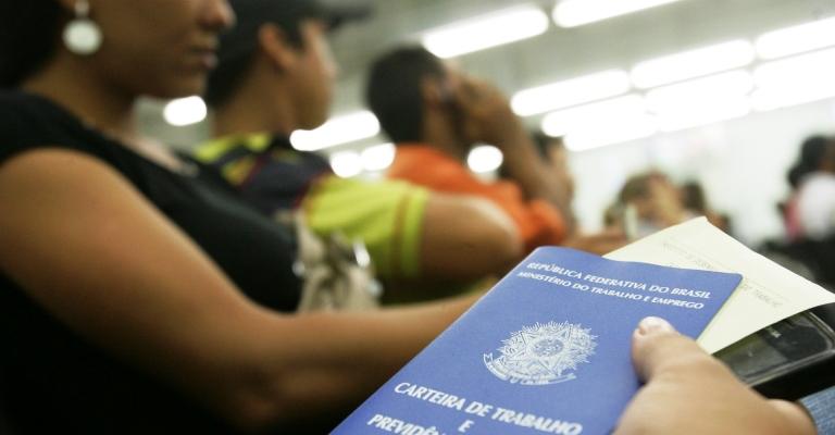 Desemprego atinge 14,1 milhões no trimestre encerrado em outubro, diz IBGE
