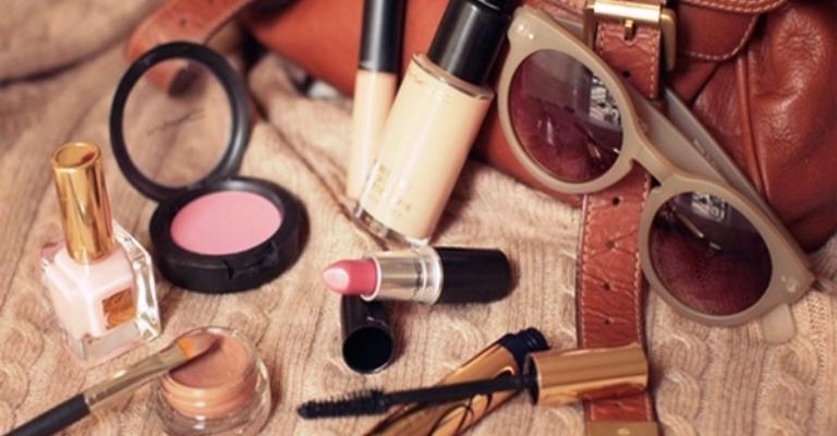Mulheres gastam 54% do salário com produtos de beleza