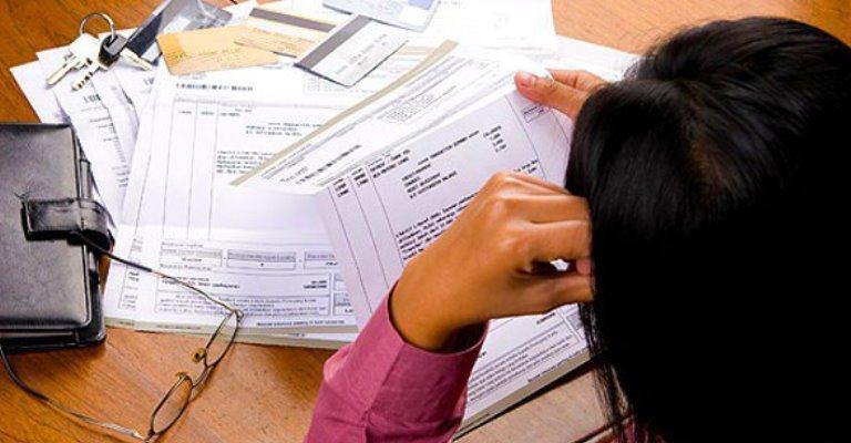 Brasileiros usam empréstimos para pagar dívidas