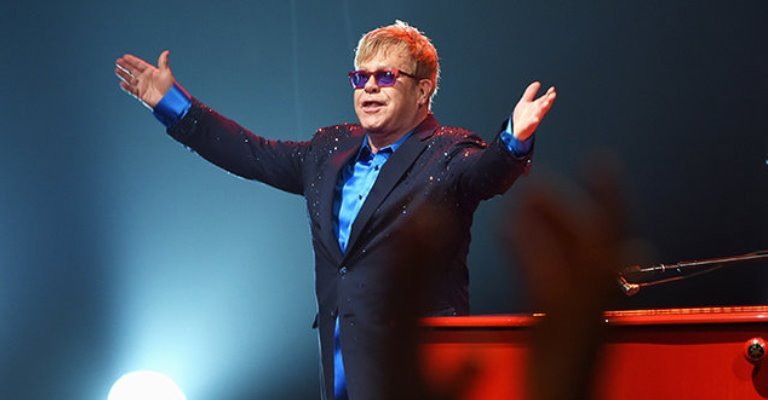 Elton John anuncia transmissão de shows históricos no YouTube