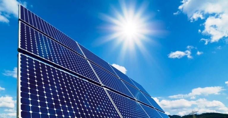 Energia fotovoltaica triplica em um ano