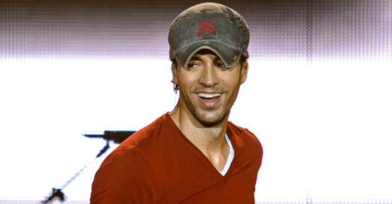 Enrique Iglesias lançará música inédita em fevereiro