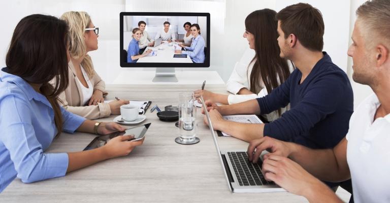 Como se comportar em entrevistas por Skype