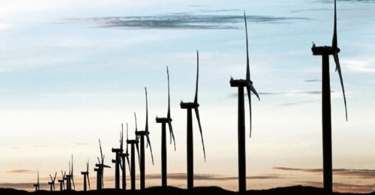 Investimento em energia limpa atinge menor patamar desde 2013