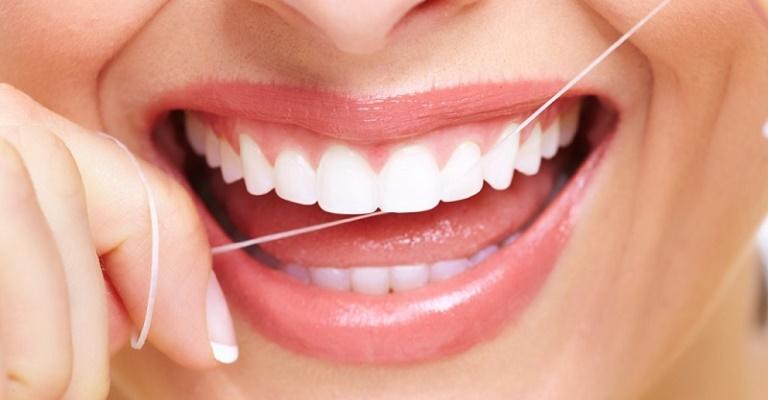 Quatro dicas sobre o uso do fio dental
