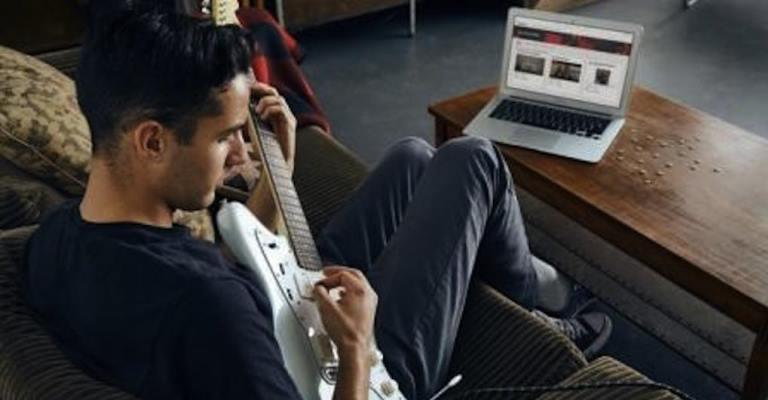 Fender lança aplicativo de aulas online de guitarras