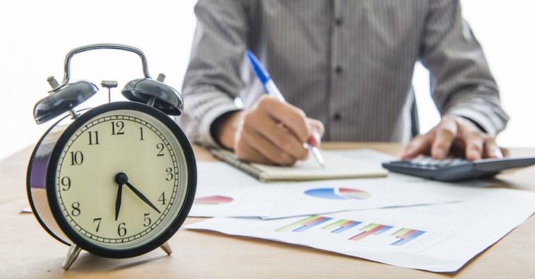 O valor da hora de trabalho dos empregados bancários