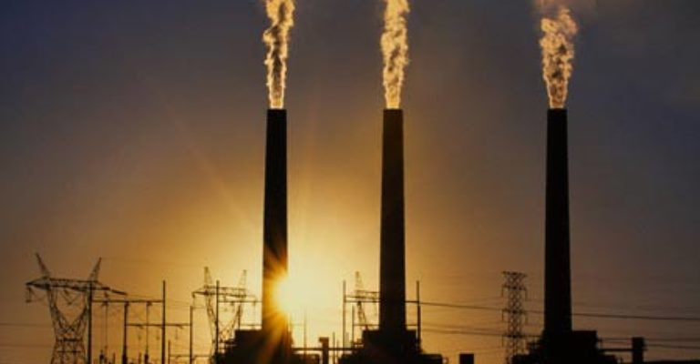 Para evitar catástrofe climática, emissões de CO2 precisam cair 7,6% ao ano