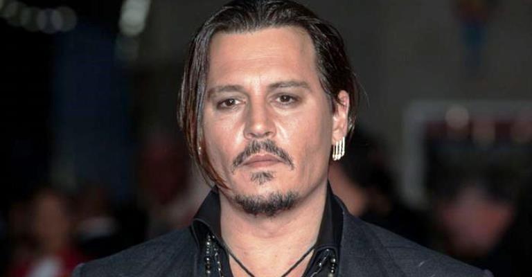 Extravagâncias deixam Johnny Depp à beira da falência 7f16e39cd11