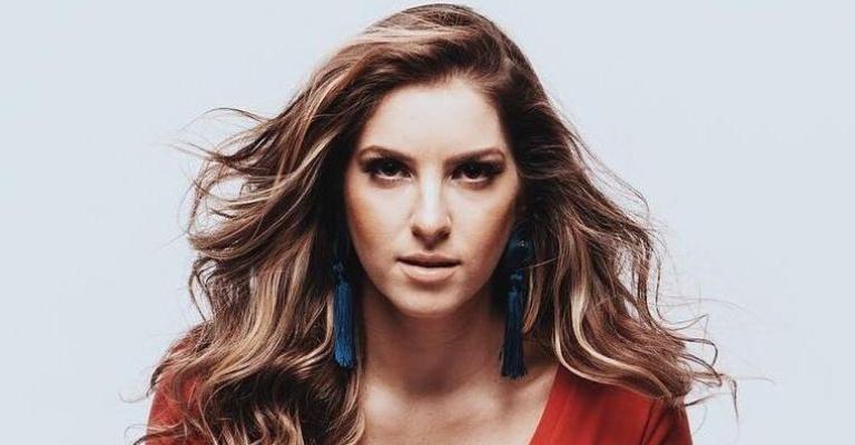 """Luly apresenta novo single """"Ex-Princesinha"""""""