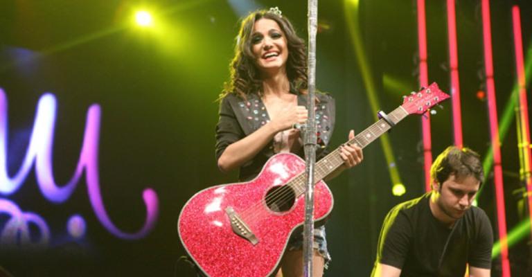 Manu Gavassi anuncia turnê com shows em quatro capitais