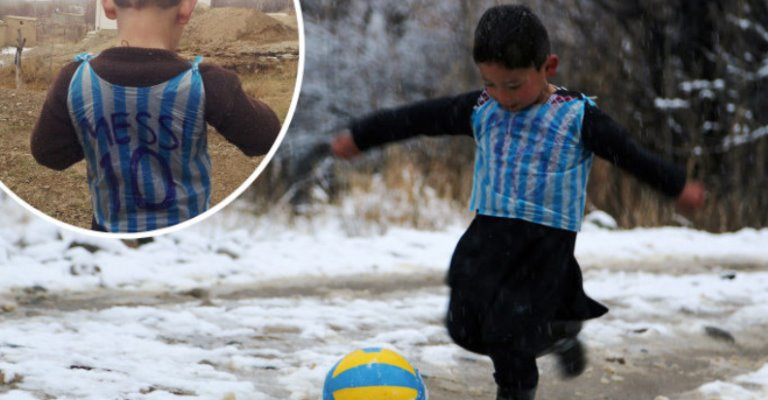Messi vai receber garoto que fez camisa de plástico