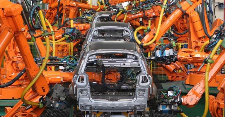 Montadoras de veículos têm queda de 99% na produção de abril ante março