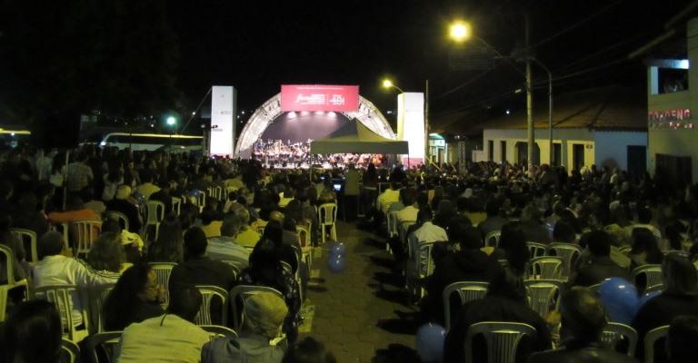 Paracatu: Filarmônica de Minas leva 4 mil pessoas na praça