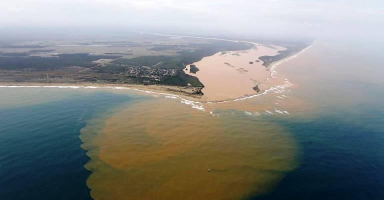 Liminar proíbe pesca na foz do Rio Doce