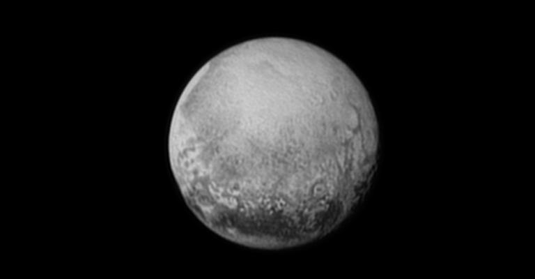 Estudos revelam diversidade de paisagens em Plutão