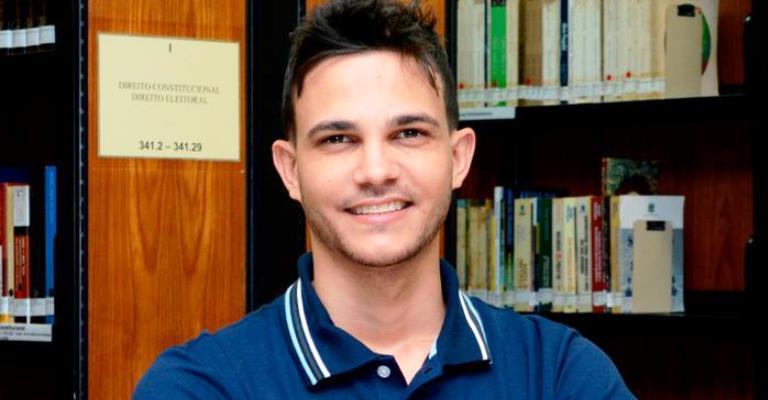 """Me sinto desvalorizado pelo Brasil"", diz professor"