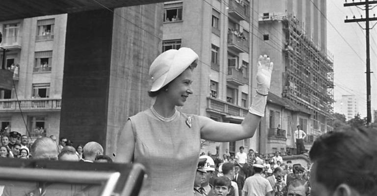 Selo celebra visita da Rainha Elisabeth II ao Brasil