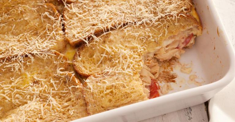 Suflê de pão integral e salmão