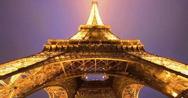 Torre Eiffel volta a receber visitantes após 3 meses fechada