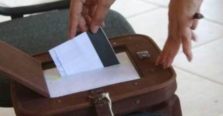 Mais de 10,6 mil brasileiros votarão em cédula de papel