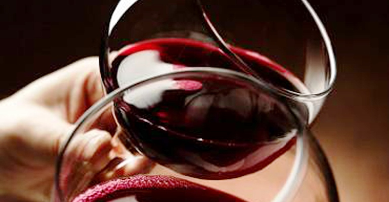 Vinho tinto tem substância que ajuda a reduzir estresse, diz estudo