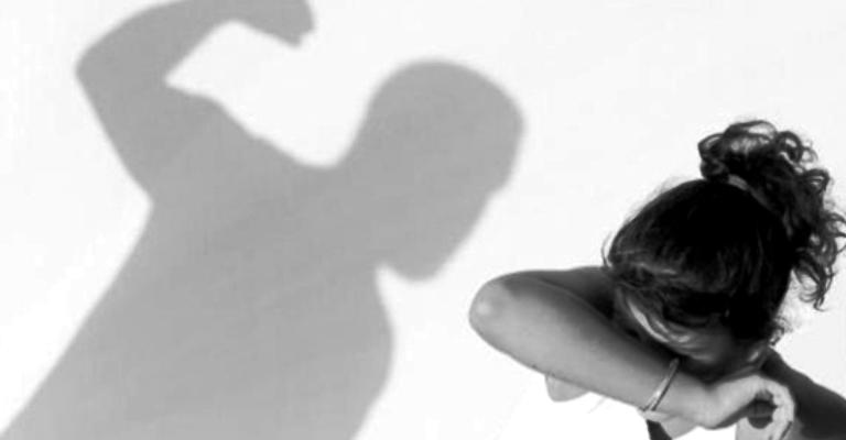 Casos de feminicídio crescem 22% em 12 estados durante pandemia