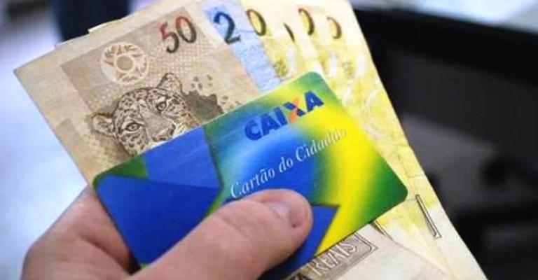 Governo começa a pagar abono salarial