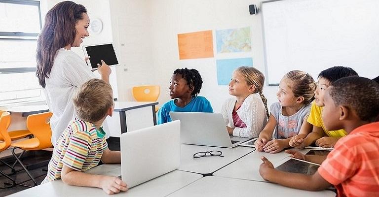 O uso da tecnologia é fundamental para aprimorar o ensino