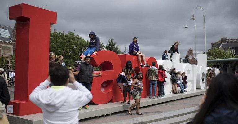 Como Amsterdã está combatendo o turismo de massa